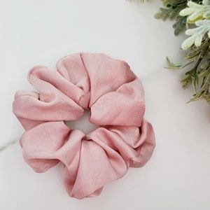 Accessories - 3/$30 Pale pink scrunchie